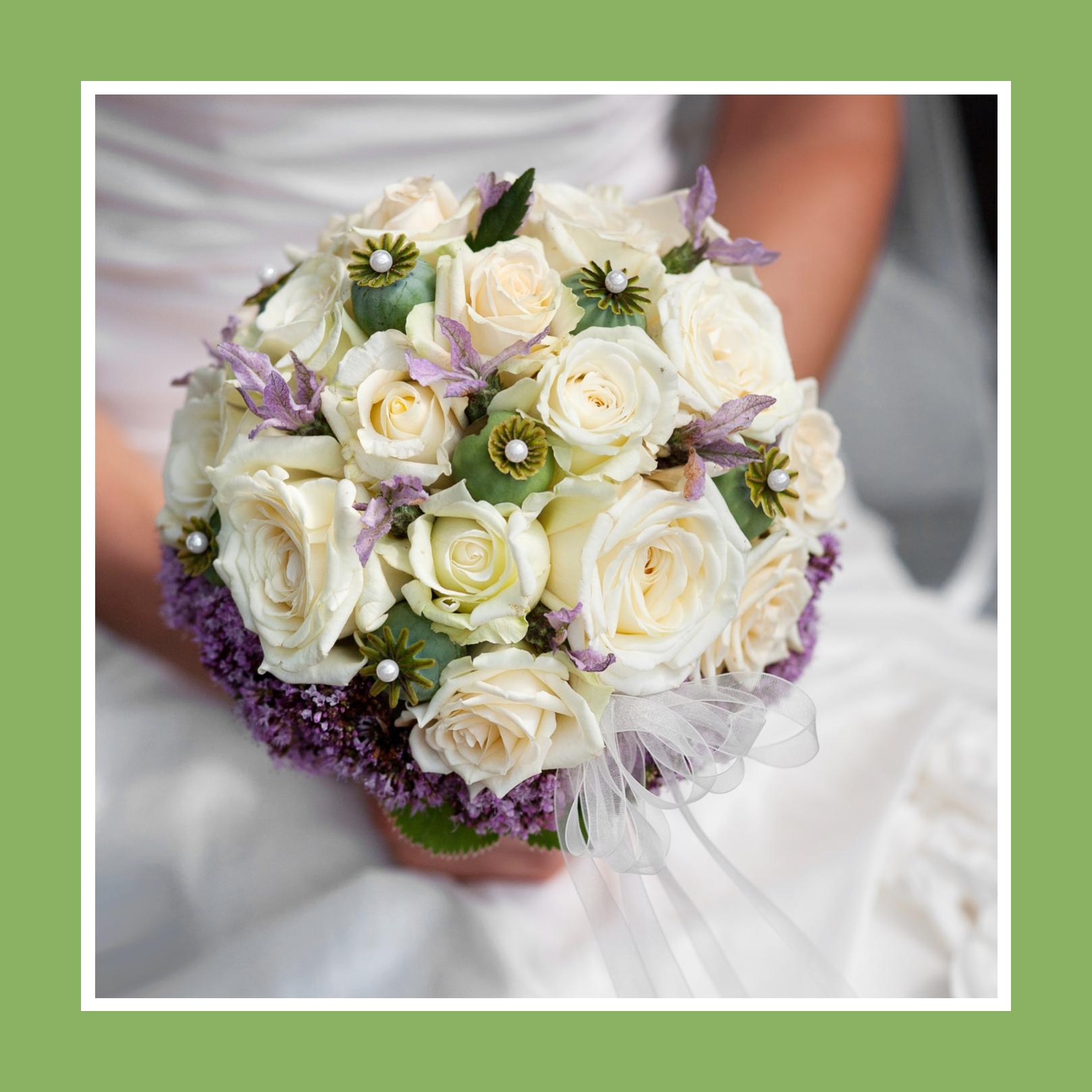 Brautstrauß aus Rosen, Flieder und Irisen in Weiß und Violett
