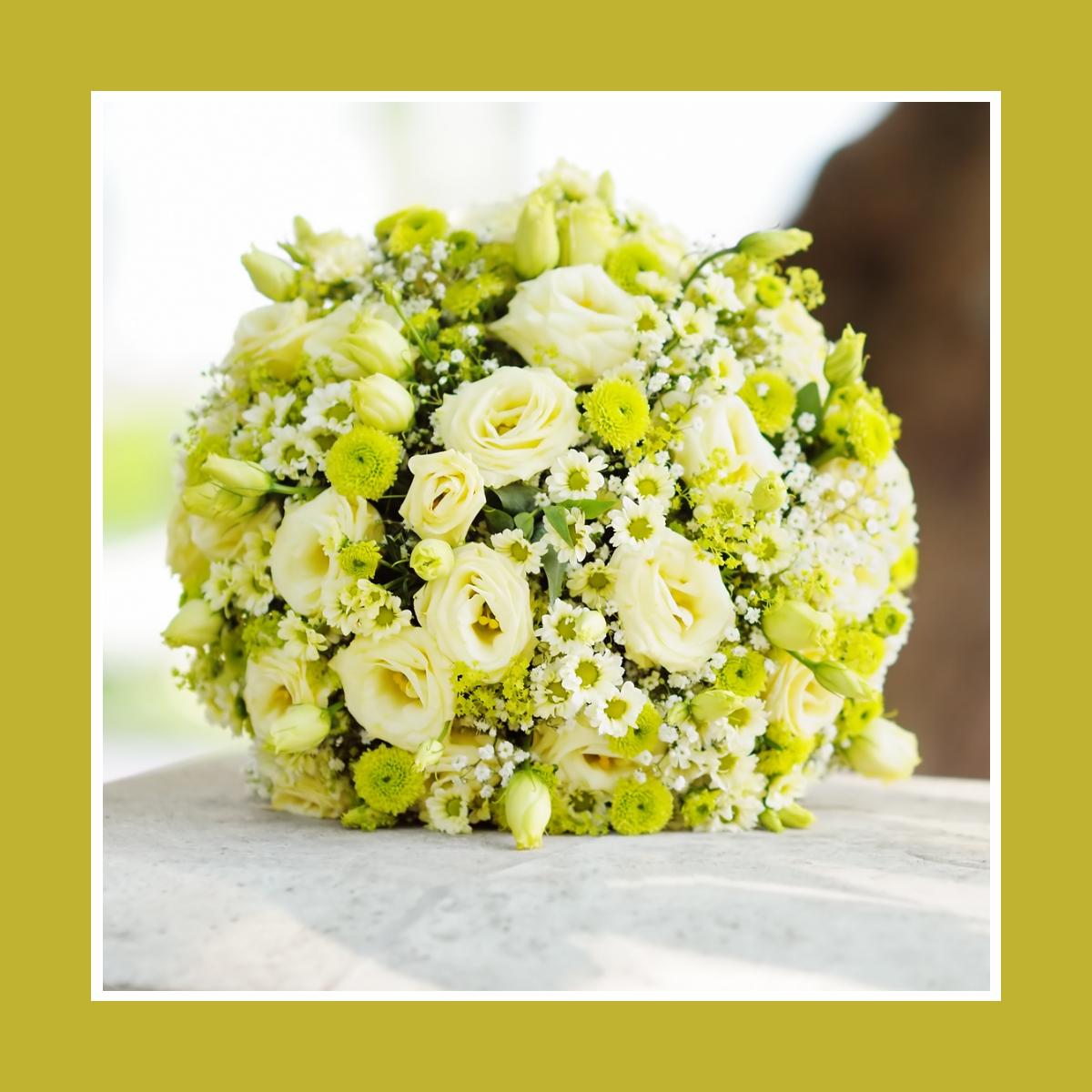 Brautstrauß Kugel aus Rosen Chrysanthemen & Kamillen