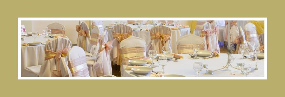 Elegante Hallendeko mit zarten pfirsich- und goldfarbenen Akzenten