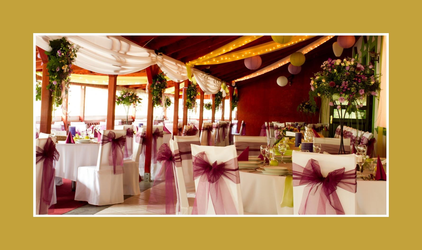 Hochzeitslocation für Hochzeit in Bordeaux Grün dekoriert