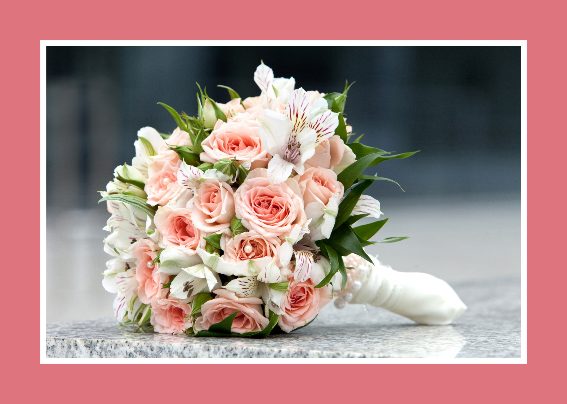 Strauss aus Rosen und Lilien