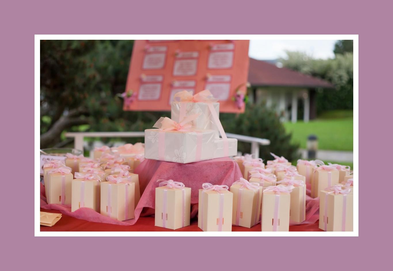 Überraschungen in den zarten rosa Verpackungen im Shabby Chic Stil