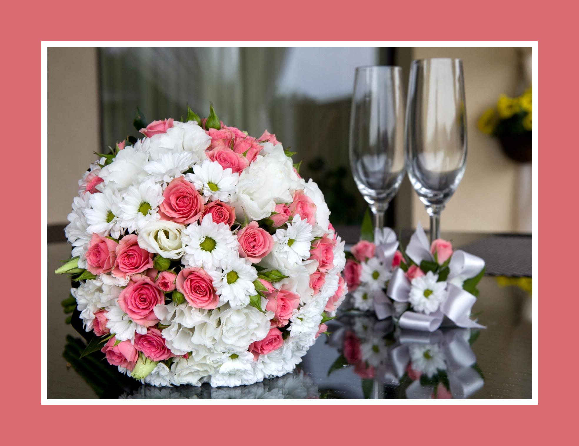 Brautstrauß aus Rosen, Nelken und Margeriten