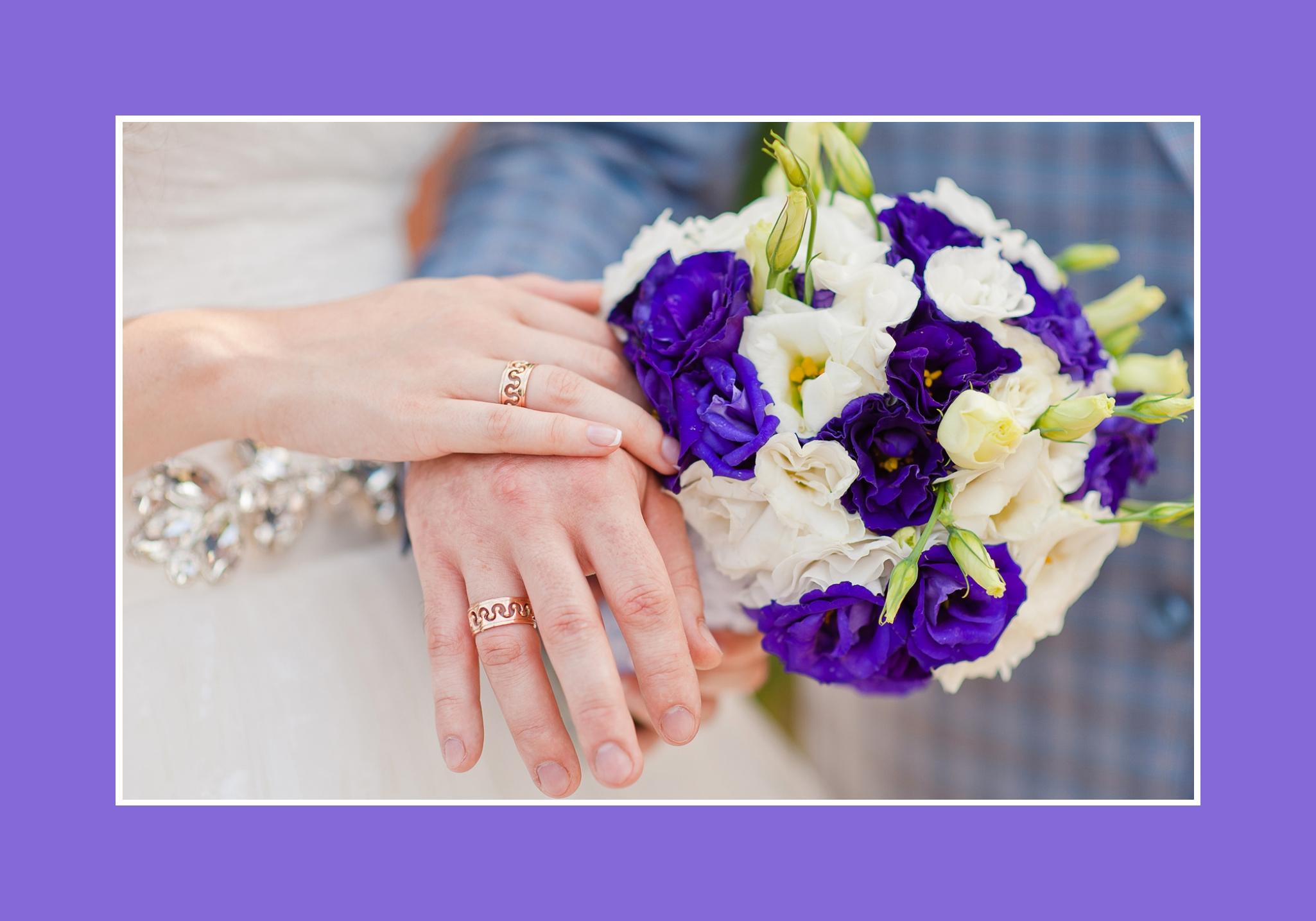Brautstrauß aus lila und weißen Blumen
