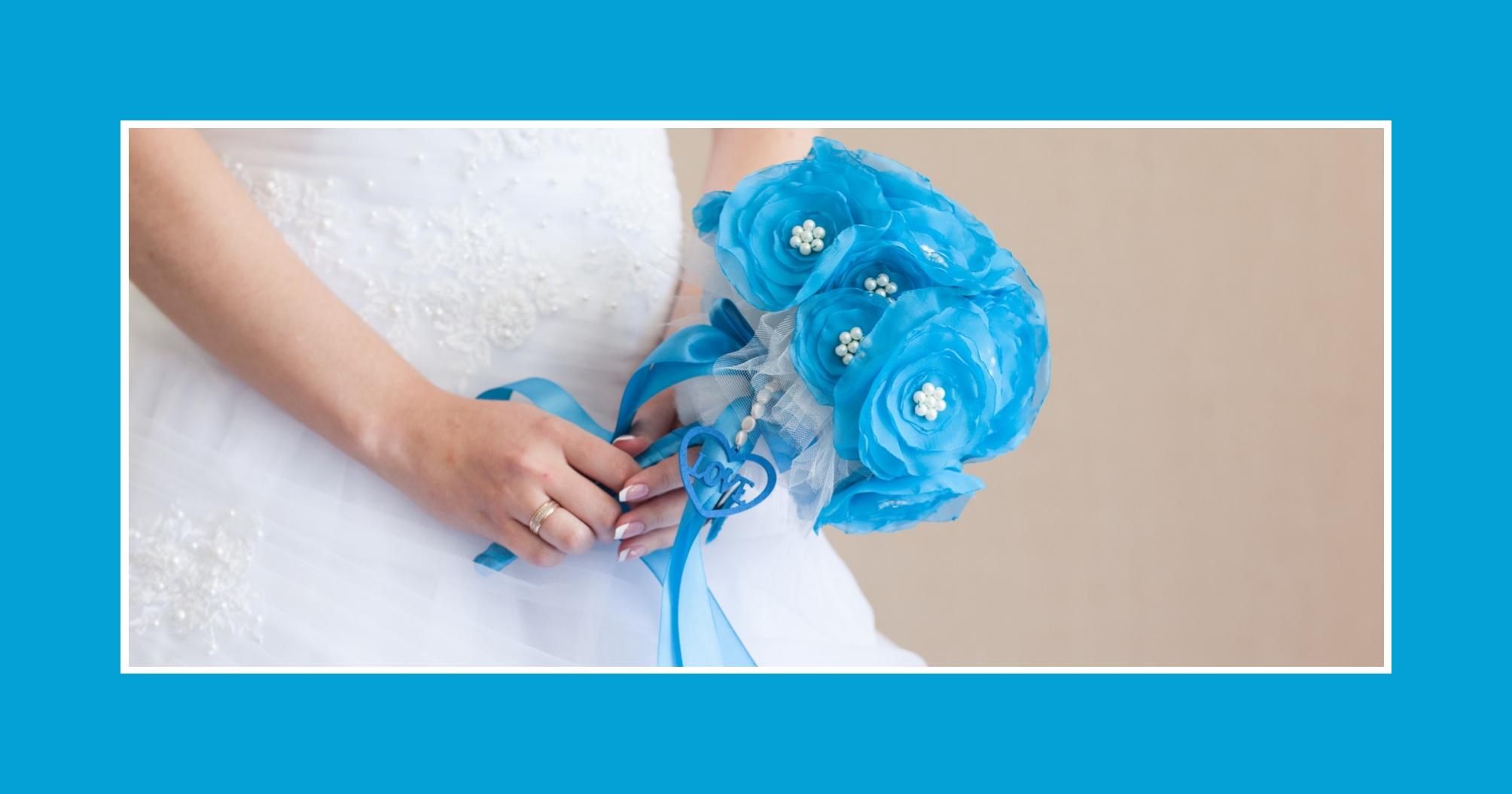 Brautstrauß aus Kunstblumen in Hellblau