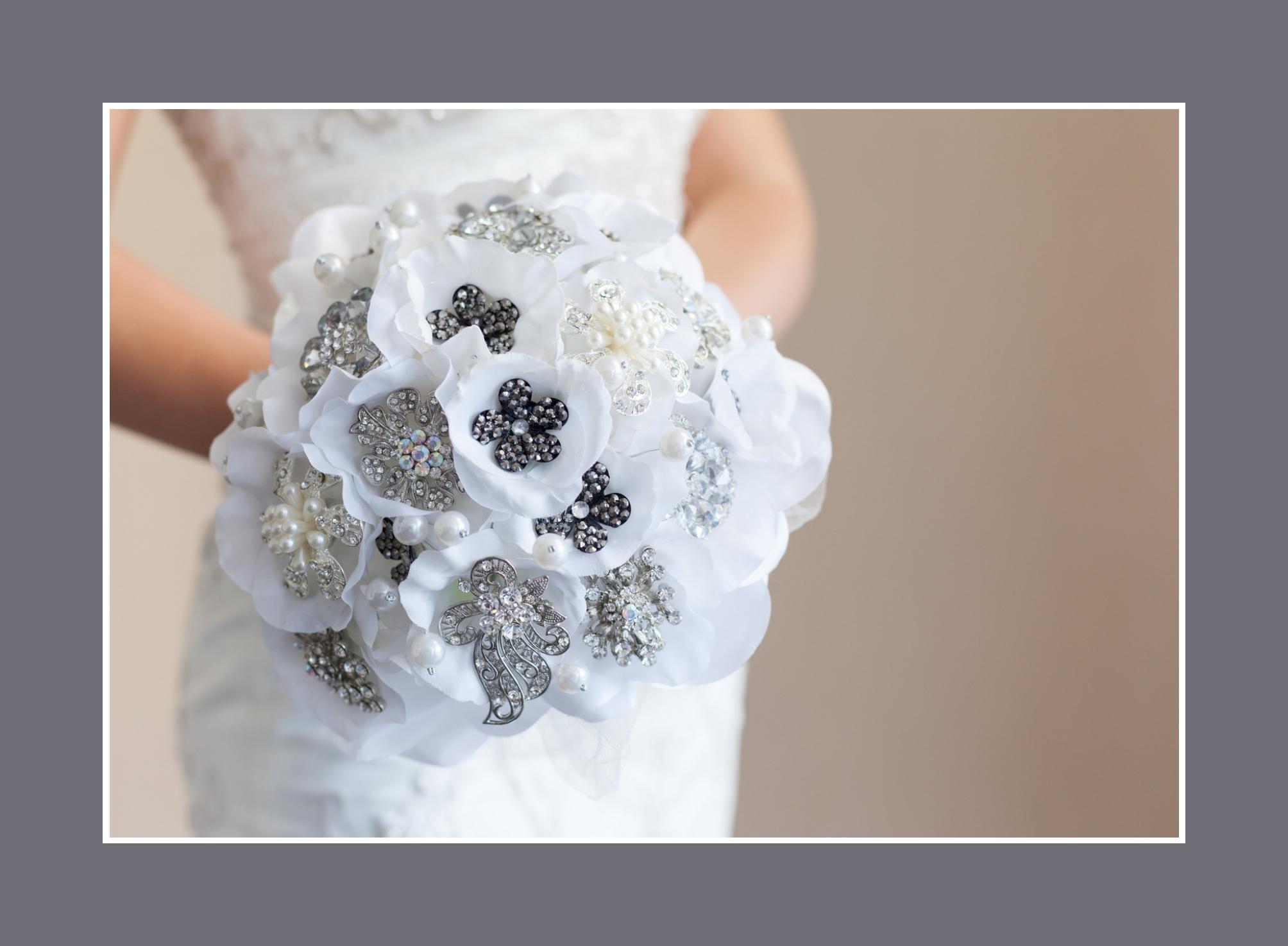 Brautstrauß Kunstblumen Schwarz & Weiß