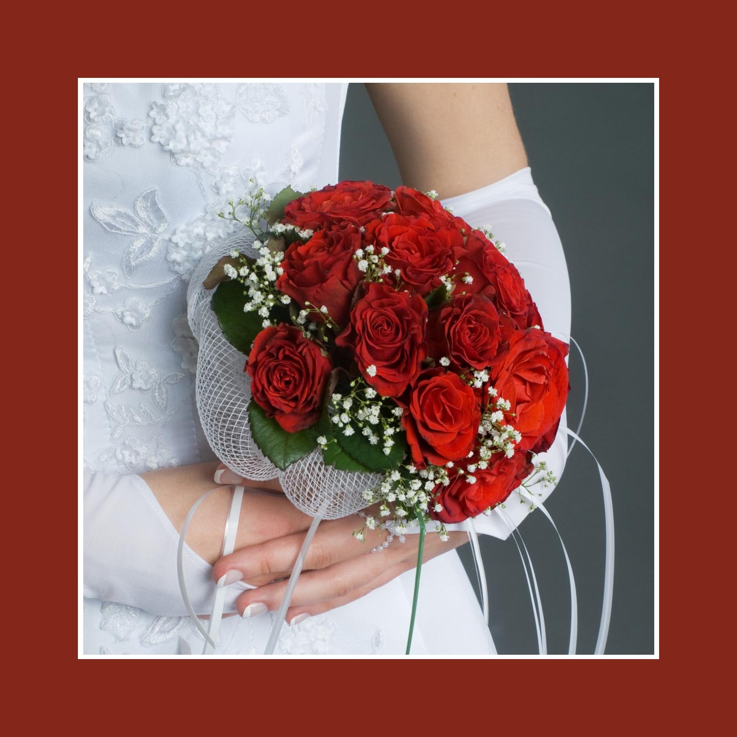 Der klassische Biedermeier aus Rosen in Rot und Weiß
