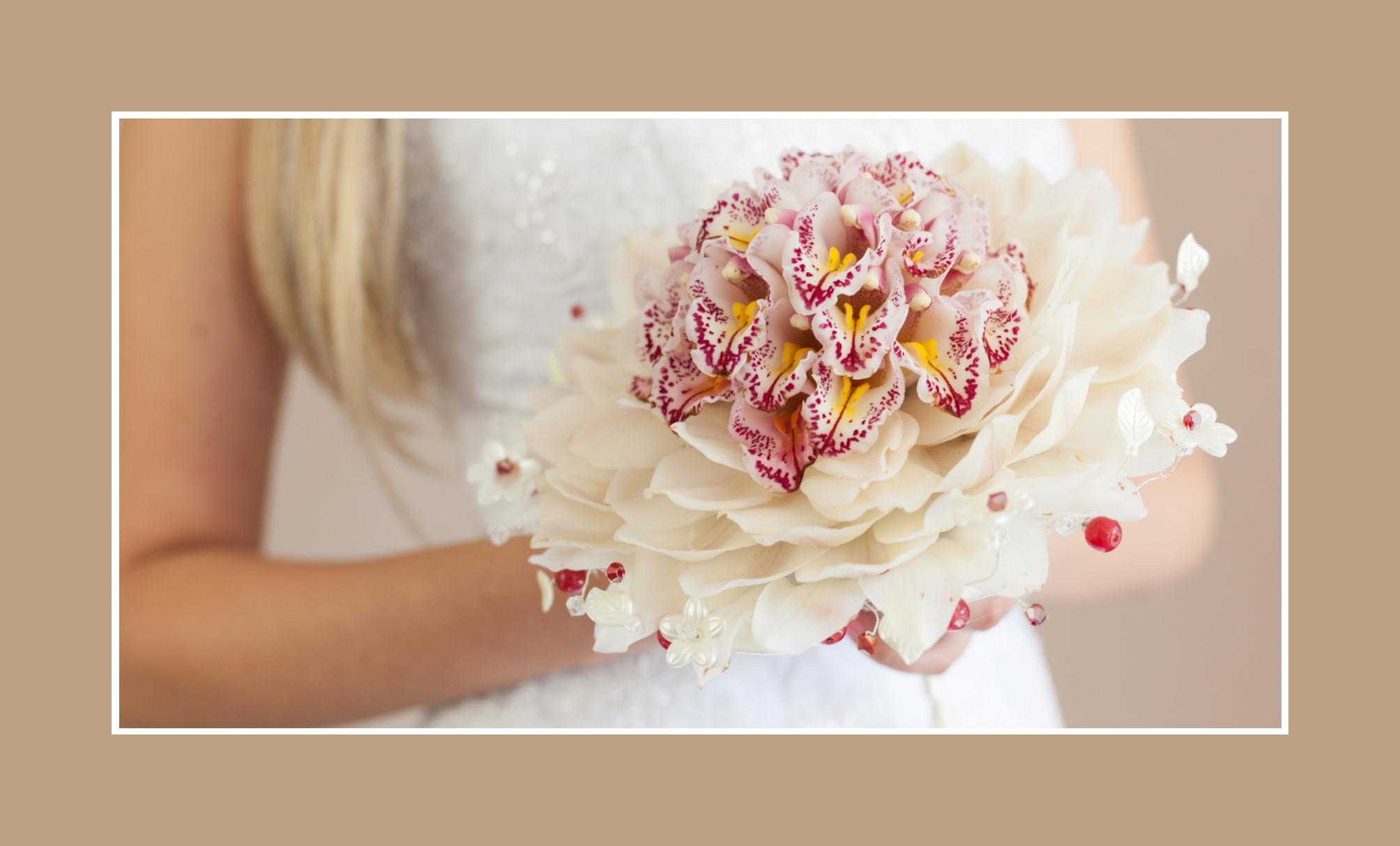 Brautstrauß mit verschiedenen Orchideen