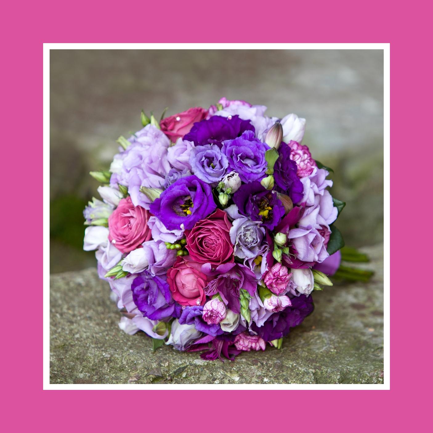 Brautstrauß aus Rosen, Freesien, Ranunkeln und Anemonen