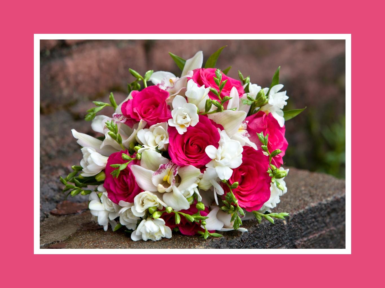 Hochzeitsstrauß aus Rosen, Lilien und Freesien in Pink & Weiß