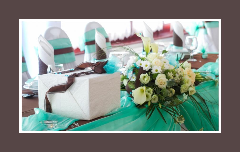 Elegante und moderne Tischdeko in Türkis & Schokolade