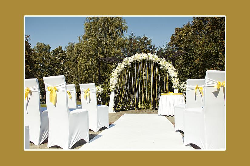 Gelbe Hochzeit im Freien