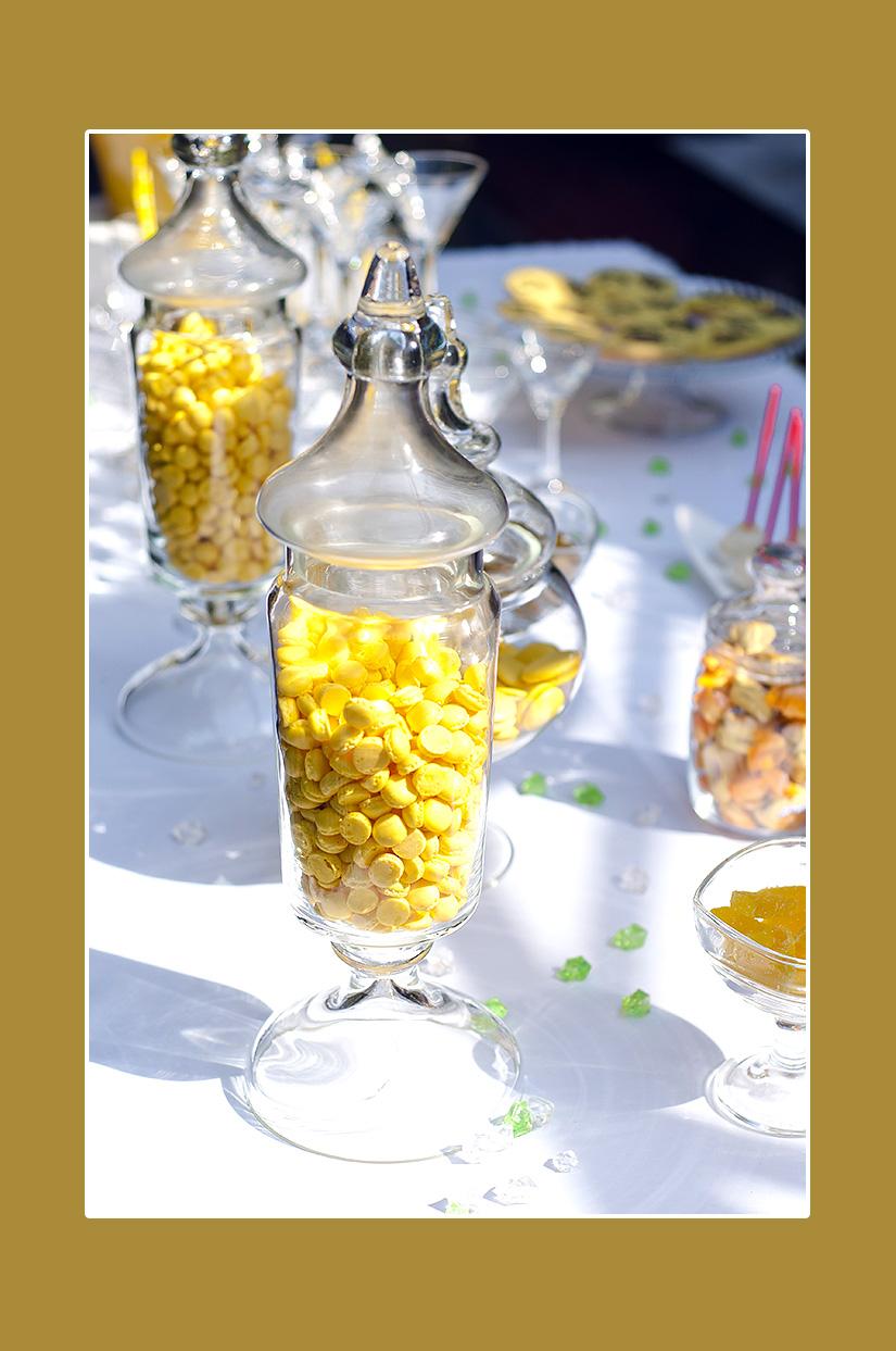 Süßigkeiten für den Sektempfang gelbe Hochzeit