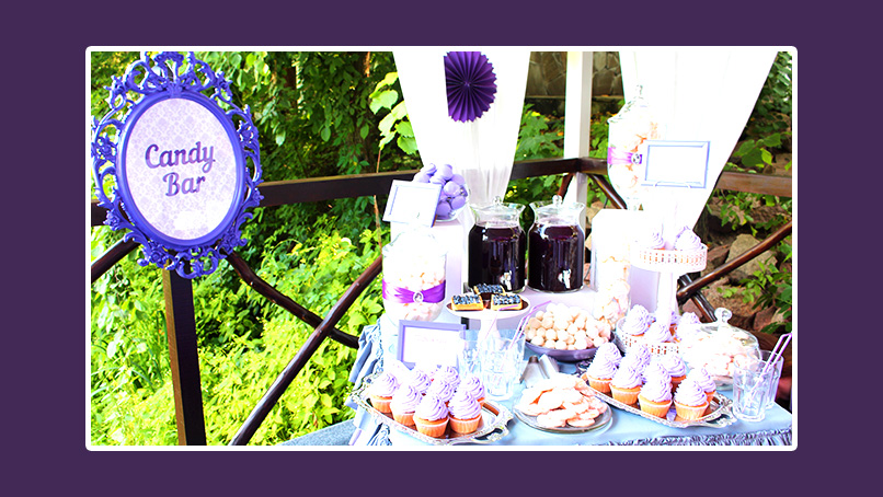 Süßigkeiten in Lila auf der Candy Bar Hochzeit