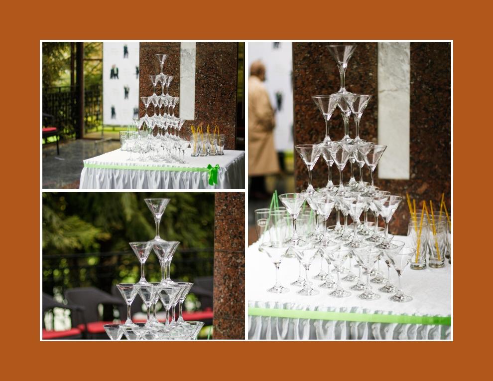 Sektglaeser Hochzeit in Form von Pyramide aufsellen
