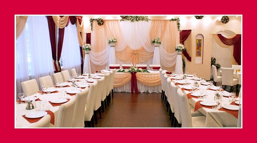 Hochzeit in Rot bordeaux