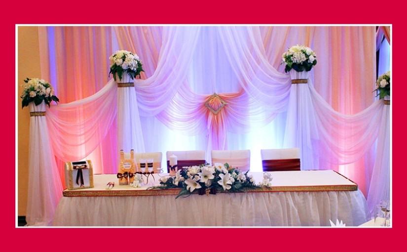 Hochzeitsdeko in Creme-Bordeaux-Rot