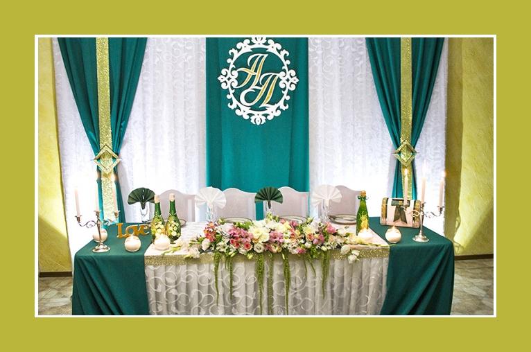 Hochzeitsdeko dunkelgrün blaugrün und gold